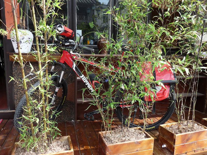 vélo FERRARI, c est à la mode...pour la deco des magasins tout comme à Taiwan