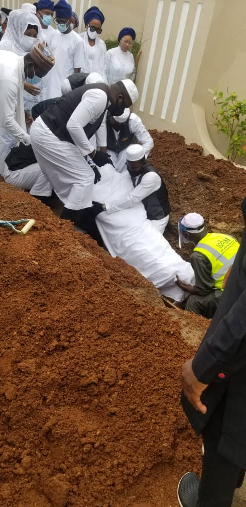 BREAKING:Ex-Governor of Oyo State laid to Rest in Private Residence