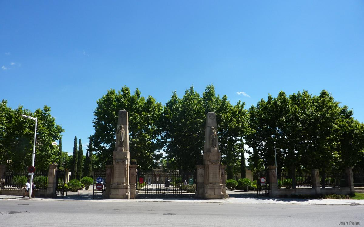 Cementerio de poblenou barcelona modernista i singular for Cementerio parque jardin la puerta