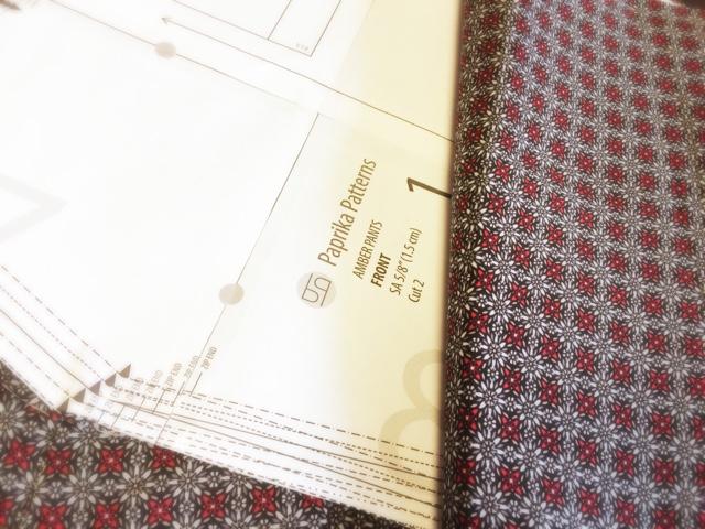 Amber pant paprika pattern