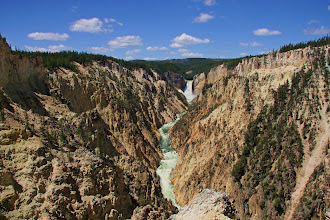 Photo: Lower Falls in Yellowstone National Park, Wyoming