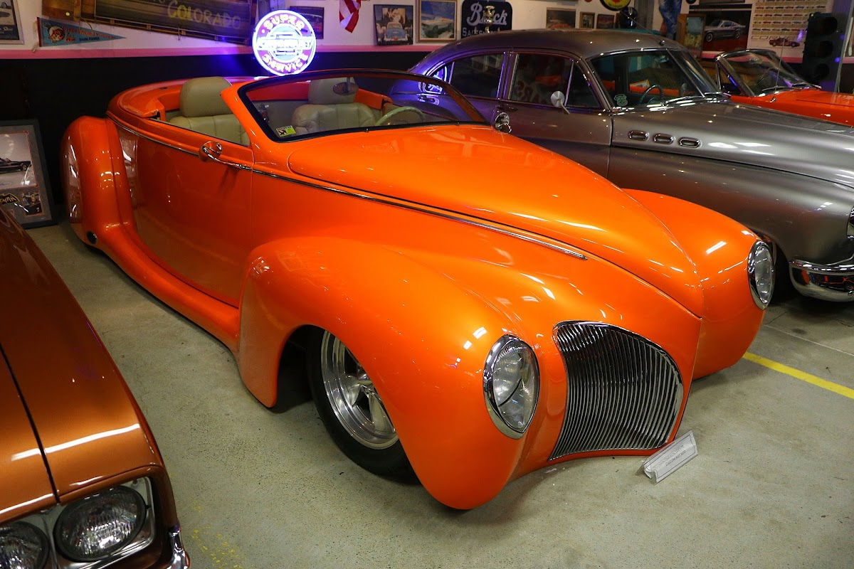1939 Lincoln Zephyr Custom Hot Rod (02).jpg