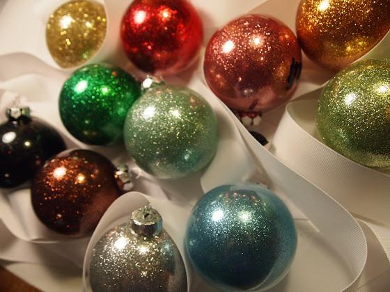 besplatne Božićne pozadine za desktop 1280x960 free download blagdani čestitke Merry Christmas kuglice za bor