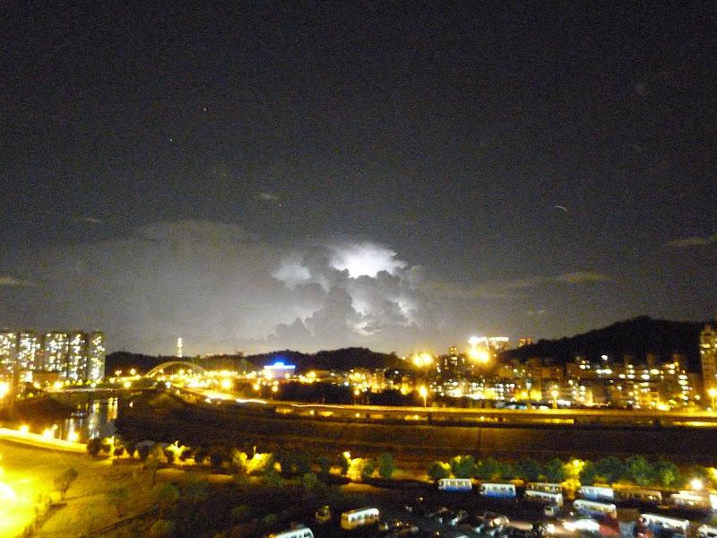 A Xizhi, un soir d'éclairs impressionnants