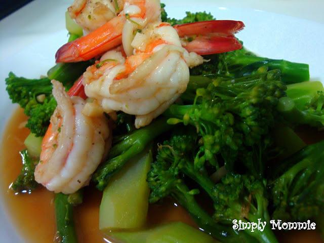 Vegetable stir fry with prawns