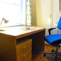 Room 09-desk