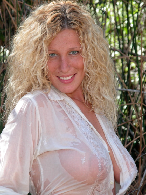 Big Boobed Blonde in a Wet White Shirt:boob,dress for girls