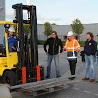 vier medewerkers retropop volgen opleiding voor heftruckchauffeur bij DTS opleidingen Retropopheftruck Foto Henk Benting