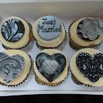 Damask cupcakes2.JPG