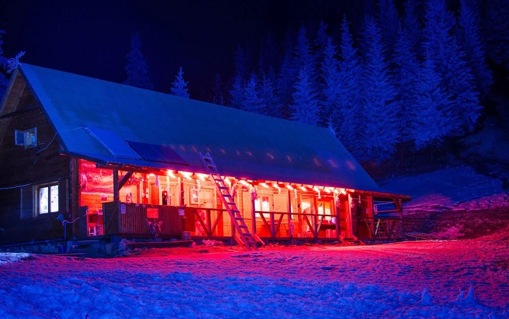 Cabana Piatra Singuratica noaptea