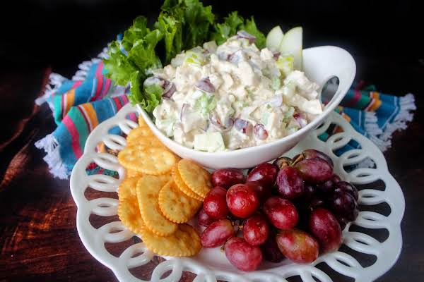 A Bowl Of Fabulous Chicken Salad With Grapes And Crackers.