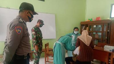 Sukseskan BIAS Babinsa Karangsewu Laksanakan Pendampingan Imunisasi Siswa/Siswi SD Muhammaadiyah Wonopeti