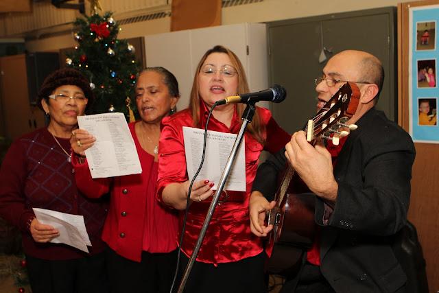 OLOS Navidad 2010 con Amigos Migrantes - IMG_9817.JPG
