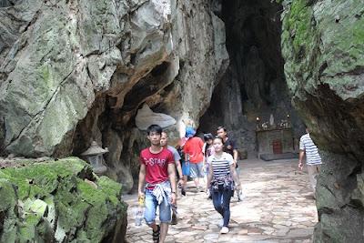 danang-beach-hotel-guests-to-Ngu-Hanh-Son