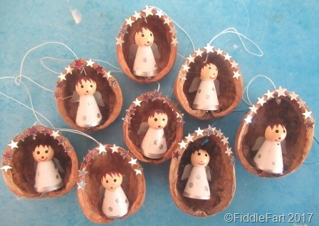 [Angels+in+Walnut+Shells+Christmas+Tree+Decorations+%5B6%5D]