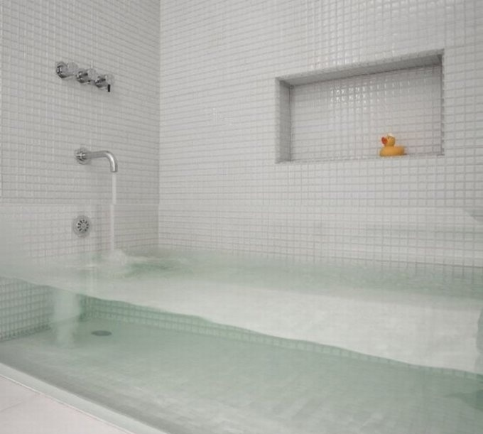 Cool Bathroom : Transparent Bathtub