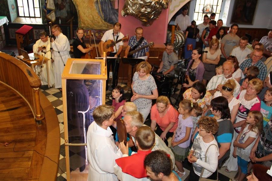 Z relikwiami św. O.Pio w Istebnej - IMG_3501.JPG