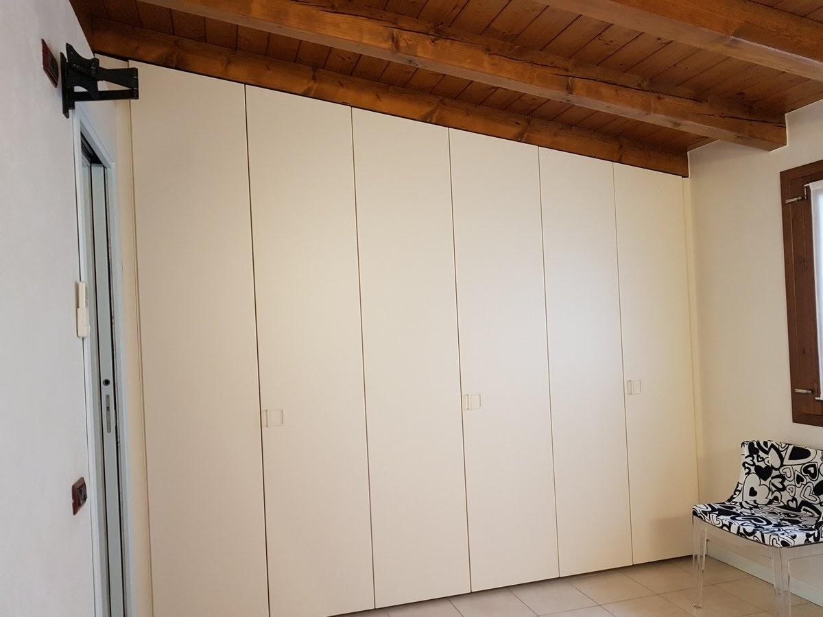realizzazione di armadio a mansarda a Bergamo.jpg