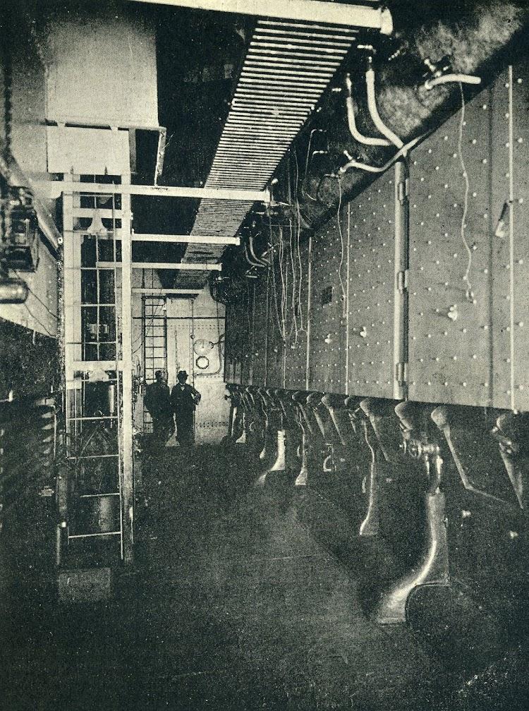 Estupendo documento de una de las salas de calderas Niclausse. De la revista Le Yacht. Año 1897.jpg