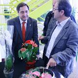 El conseller d'Agricultura, Josep M. Pelegrí, amb el tresorer del Mercat de Flor i Planta Ornamental de Catalunya, Jordi Rodón.