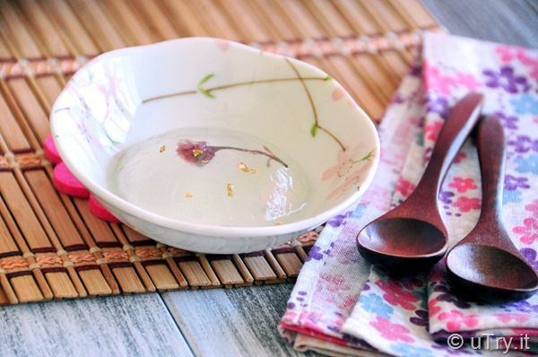 Trendy dessert: Sakura Raindrop Cake (櫻花雨滴蛋糕) A super cool, gorgeous, and delicious dessert that you can make at home.   http://uTry.it
