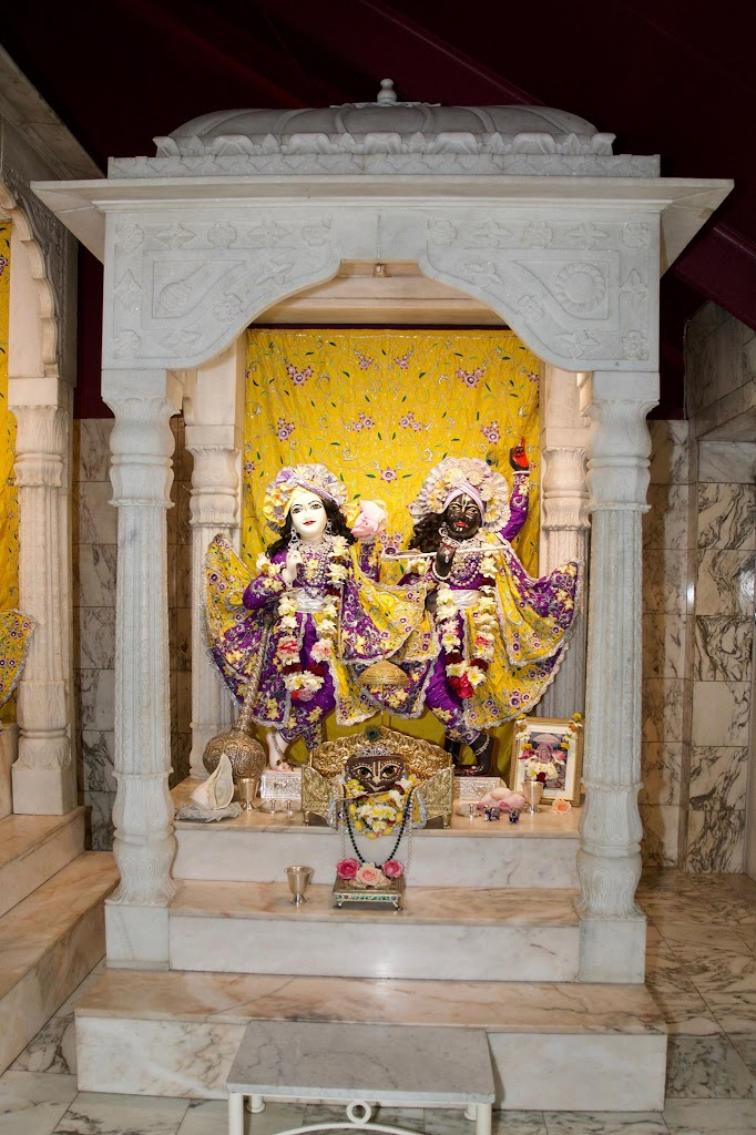 ISKCON New Govardhana Deity Darshan 22 Dec 2016 (28)