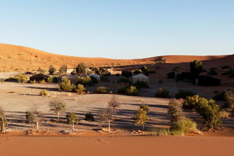 Vista general del campamento de lujo del Auberge Café du Sud