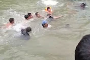Video detik-detik evakuasi korban tenggelam di kali Cikarang ciuncal