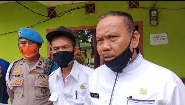 Kepala Desa Karang Satria Salurkan BANSOS COVID-19