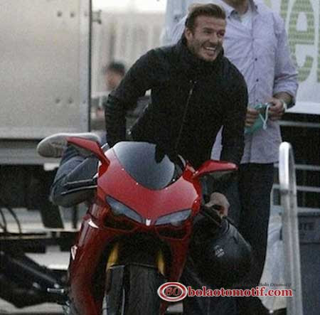 Ducati Monster 1100 dan Desmosedici Beckham ini jarang dipakai, namun