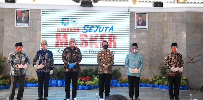 Tito Karnavian Minta Kepala Daerah Susul Kuningan Masifkan Gerakan Pakai Masker