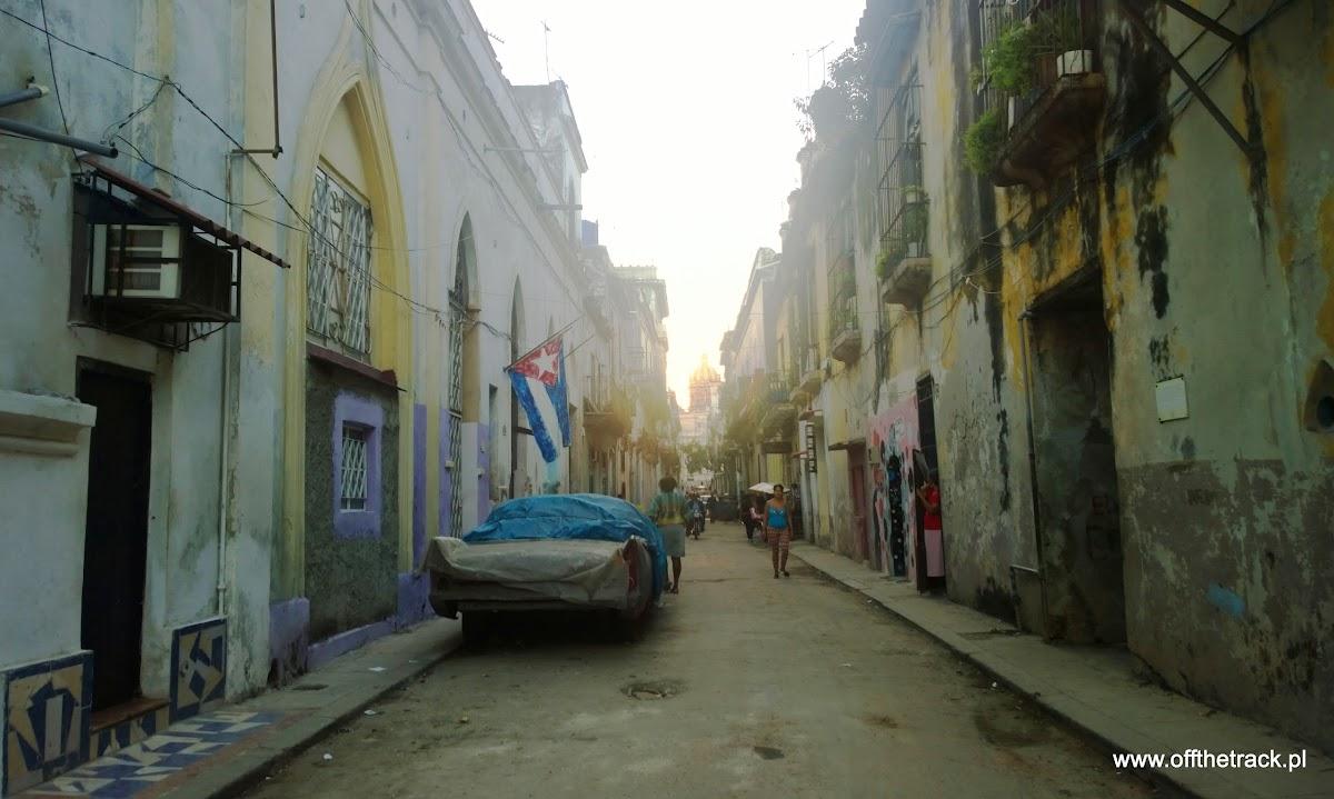 Stary samochód, flaga, ulica, Hawana, Kuba