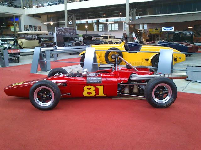 Antigüo coche de carreras