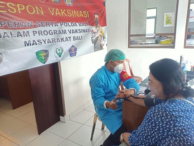 Hari Libur, Poliklinik Polres Klungkung Layani Masyarakat Untuk Vaksinasi Covid-19.