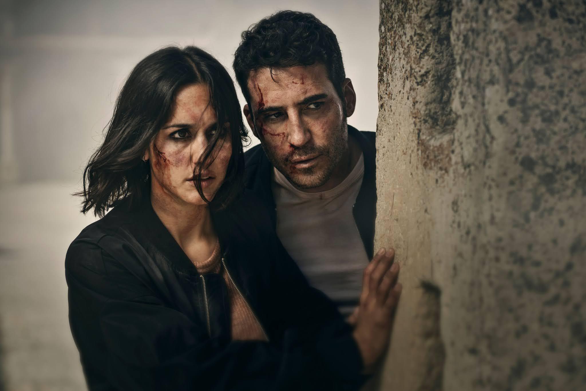 Megan Montaner y Miguel Ángel Silvestre en una escena de '30 monedas', la nueva producción original de HBO España