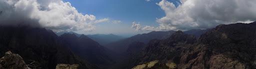 Sommet du Monte Saltare : la vallée de la Cavichja vers la mer