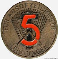 126 Medaille für ausgezeichnete Leistungen 1954 www.ddrmedailles.nl