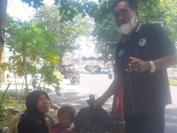 Lepas Paket Sembako Tahap II, Audy juga Ikut Berkurban bersama JPS