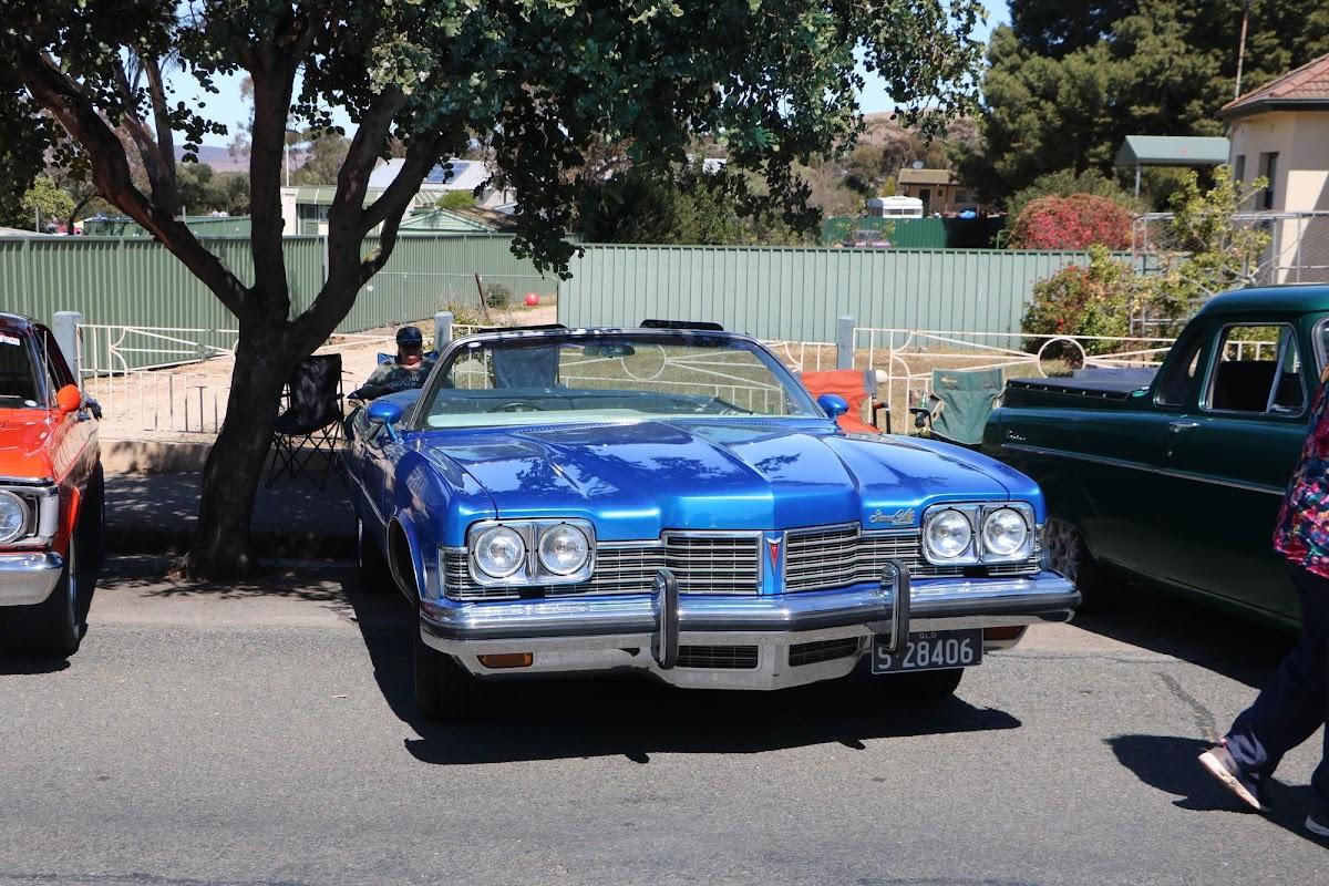 1973 Pontiac Grand Ville Convertible (01).jpg