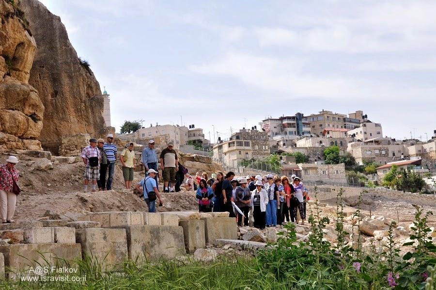 Древние еврейские могилы возле Гробницы Авессалома, Масличная гора. Кедронская долина. Геенна огненная. Экскурсия по Иерусалиму. Гид в Иерусалиме Светлана Фиалкова.