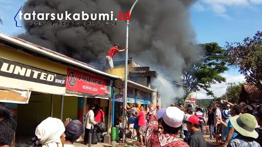 2 Toko di Pabuaran Sukabumi habis dilalap si Jago Merah/ Foto : Rudi Imelda