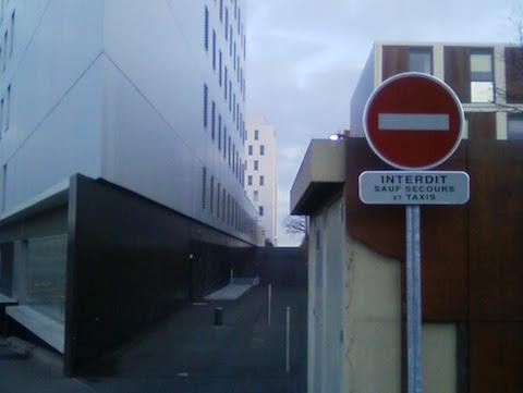 Accès à l'abri vélo interdit aux vélos Gare de St Nazaire