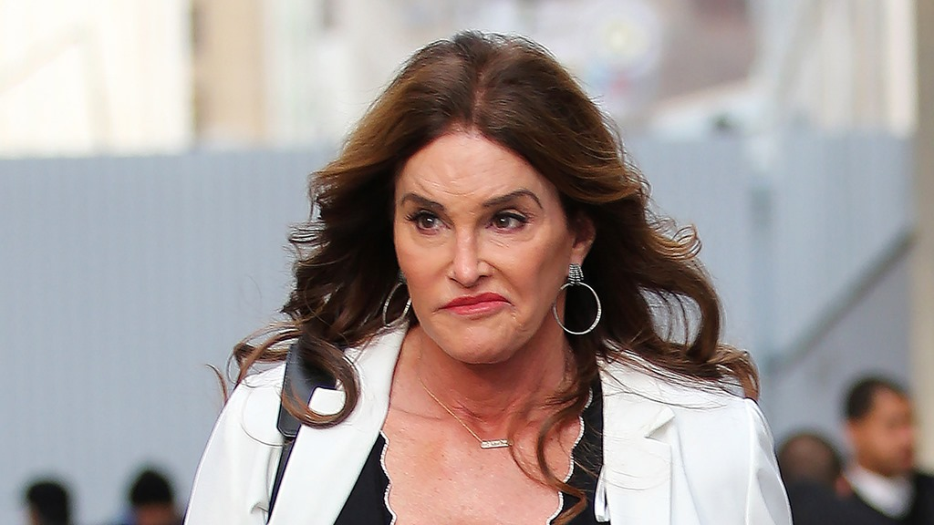 [caitlyn-jenner-dating-men-audition-boyfriend-show-paying-01%5B4%5D]