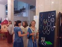 Csipkehasználat ruhán - a prágai egyetemisták bemutatója.jpg