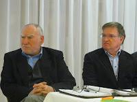 Rostás Farkas György és Papp János a főasztalnál.jpg