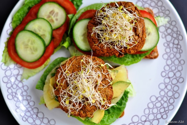 Burger-Doppel: Kichererbsen-Koriander-Burger & Kidneybohnen-Linsen-Burger