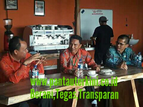 Bupati Lambar Bersama Rombongan kunjungi pabrik kopi kawi mengani di kab. Bangli propinsi Bali