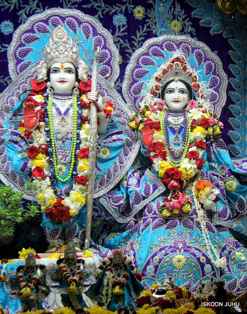 ISKCON Juhu Sringar Deity Darshan on 7th July 2016 (29)