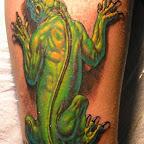 tatuagem de lagarto verde na perna.jpg