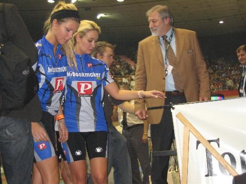 Er waren niet alleen renners te zien... Wie van de KWB mannen heeft deze foto genomen?